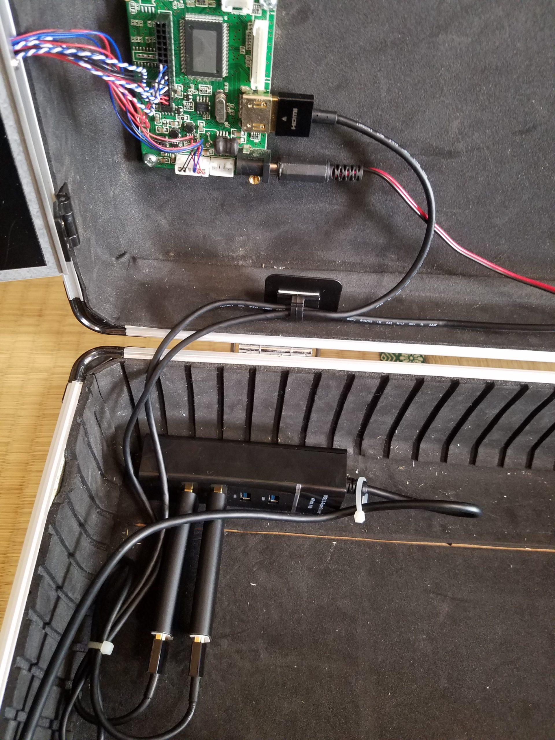 USBハブの固定